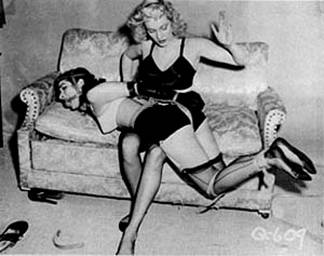 Betty Page azotes en el culo